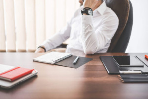 businessman-ceo-making-a-phone-call-in-office_free_stock_photos_picjumbo_DSC03124-2210×1474